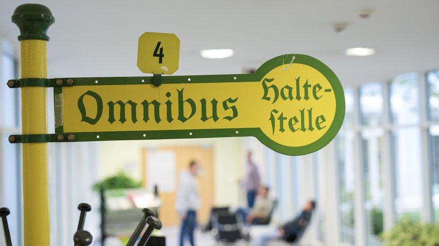 Haus Innenbereich Foyer Halle Anfahrt Bus